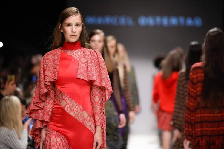 Die Eröffnungsshow von Marcel Ostertag an der MQ Vienna Fashion Week 19
